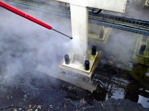Achtbaan reinigen met hogedruk